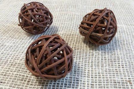 Dekoracyjna kula rattanowa średnica 6 cm kolor brązowy (naturalny)